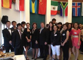 121 Students meeting with President DeCenzo at the International Student reception